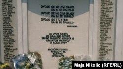 Spomenik ubijenima na Tuzlanskoj kapiji