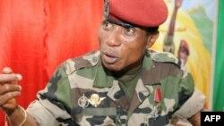 L'ancien chef de la junte guinéenne entendu par des juges guinéens à Ouagadougou, où il vit en exil depuis 2010. Il pourrait être inculpé d'ici la fin de la semaine. Moussa Dadis Camara, le 30 septembre 2009, à Conakry.
