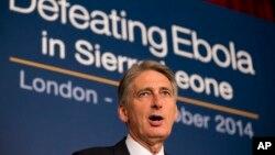 Menlu Inggris Philip Hammond berbicara pada konferensi internasional soal ebola di London Kamis (2/10).