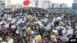 İran'da Muhalefetten Anayasa Değişikliği Çağrısı