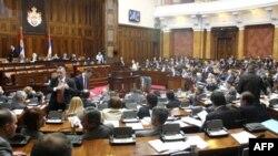 Poslanici u Skupštini Srbije raspravljaju o deklaraciji o Srebrenici