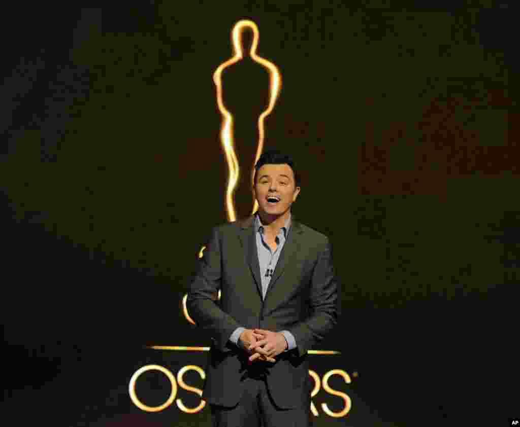 10일 미국 켈리포니아주 비버리힐즈에서 제85회 아카데미상 후보를 발표하는 배우 겸 감독 세스 맥팔레인. 제85회 아카데미 시상식의 사회를 맡았다.