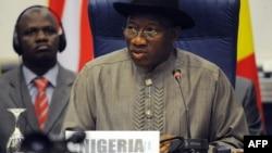 Shugaba Goodluck Jonathan na Najeriya, a taron kungiyar ECOWAS ko CDEAO.