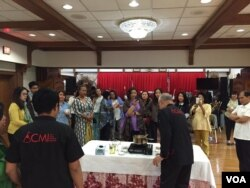 William Wongso melakukan demo masak di acara Culinary Business Workshop di Washington, DC (dok: VOA)