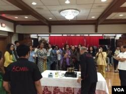 William Wongso melakukan demo masak di acara Culinary Business Workshop di Washington, DC (dok: VOA)