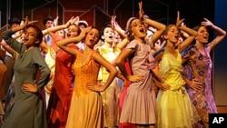 """""""舞台庄园""""夏令营的孩子们在3个星期中排演13出戏"""