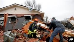 喬治亞州颳起龍捲風破壞房屋