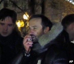 国家杜马议员帕诺马廖夫呼吁人们留在普希金广场