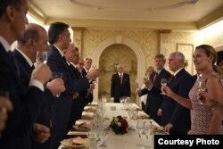Potpredsednik SAD nazdravlja crnogorskim domaćinima