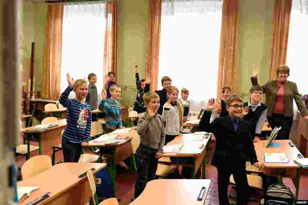 مشرقی یوکرین میں ہر پانچ میں سے ایک اسکول تباہی کا شکار ہے۔