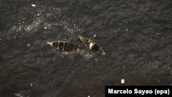 Foto udara perahu nelayan Brazil di Teluk Guanabara, Rio de Janeiro, Brazil yang tampak kotor (foto: dok). Di tempat inilah lomba layar olimpiade Rio akan diadakan.