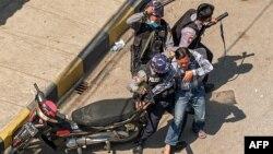 မွတ္တမ္းဓါတ္ပံု- ေဖေဖာ္၀ါရီ ၂၈ ရက္တုန္းက ေတာင္ႀကီးဆႏၵျပပြဲကို ရဲက ၿဖိဳခြဲစဥ္ (Photo by STR / AFP)