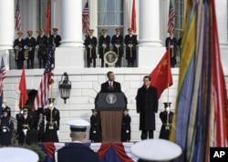 奥巴马和胡锦涛在白宫欢迎典礼上