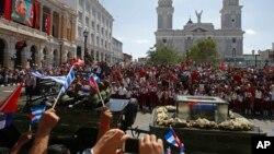 La caravana que transporta los restos de Fidel Castro, que murió el pasado viernes a los 90 años, salió de La Habana el 30 de noviembre y llegó este sábado a Santiago de Cuba.