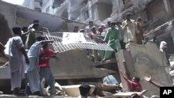 کراچی میں پانچ منزلہ رہائشی عمارت منہدم، 6 ہلاک