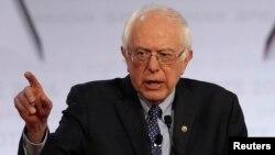 11일 미국 대선 민주당 경선 후보 TV 토론회에서 발언하는 버니 샌더스 상원의원.