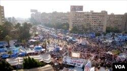 Kampovi pristalica svrgnutog predsednika Mohameda Morsija u blizini džamije Raba al-Adivija u Kairu