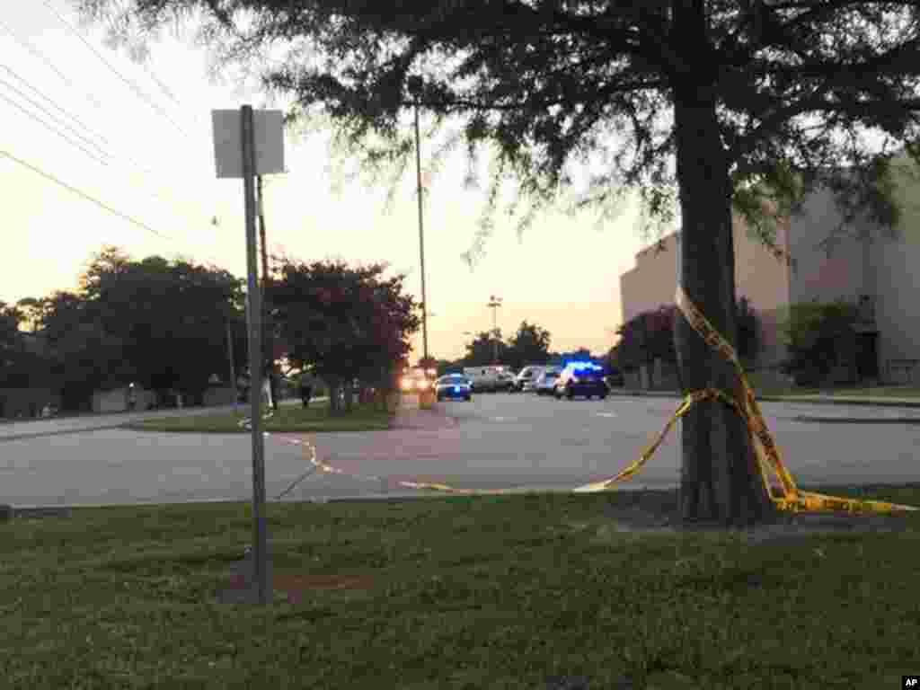 امریکہ کی جنوبی ریاست لوزیانا میں ایک سینما گھر میں فائرنگ سے دو افراد ہلاک اور کم از کم آٹھ زخمی ہو گئے ہیں۔