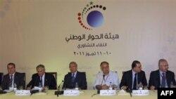 Sirijski potpredsednik Faruk al-Šara (treći s leva) sa pripadnicima opozicije na otvaranju sednice o dijalogu o političkim reformama u zemlji, 10. jul 2011.