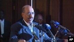 Shugaba Omar Hassan al-Bashir na Sudan yana jawabi a Khartoum a watan Fabrairun 2011
