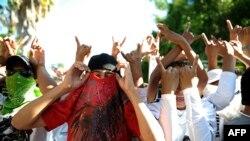 Les membres du gang MS-13 lors d'une manifestation, à Ilopango, dans la banlieue de San Salvador, le 22 janvier 2013.