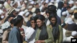 طالبان وایي د ملا عمر خپلوانو له خپلو پلویانو غوښتي دي چې د ملا منصور تر مشرۍ لاندې سره متحد شي.
