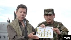 Presiden Kolombia Juan Manuel Santos (kiri) memberi keterangan mengenai operasi pencarian Alfonso Cano (foto: dok). Pemimpin FARC tersebut sudah lama diburu oleh pemerintah Kolombia.