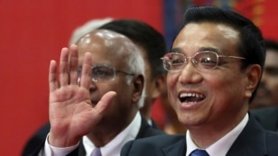 Chinese Premier Li Keqiang gestures as he speaks during his visit to the Tata Consultancy Services office in Mumbai, India, May 21, 2013.