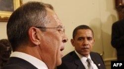 Сергей Лавров и Барак Обама (архивное фото, 2009г.)