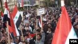 Para demonstran meneriakkan yel-yel anti pemerintah di Suriah (05/09)