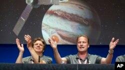 Celebración por la llegada de Juno a Júpiter en el Laboratorio de Propulsión a Chorro de la NASA en Pasadena, California.