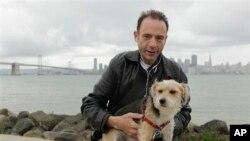Тимоти Браун, досега единствениот случај на човек излекуван од СИДА, на фотографија од 2011-тата со своето куче Џек