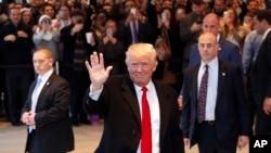 美国当选总统川普离开纽约时报大楼(2016年11月22日)