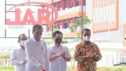Presiden Jokowi meresmikan pabrik biodiesel PT Jhonlin Group di Tanah Bumbu, Kalsel, 21 Oktober 2021. (Biro Setpres)