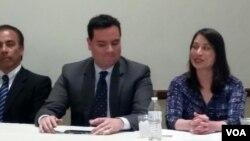 La nueva cónsul del Perú, Ana Cecilia Gervasi Díaz, derecha, junto a su equipo consular revelan plan de trabajo.
