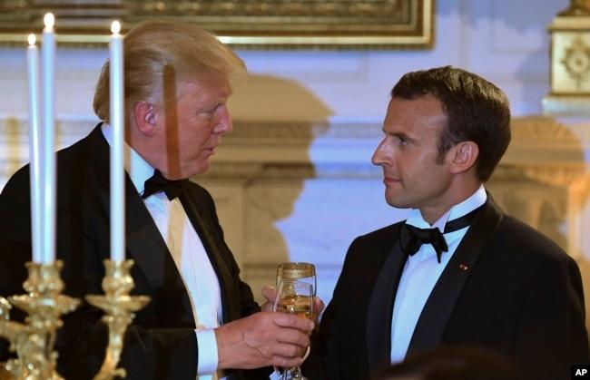 Los presidentes de EE.UU. y Francia comparten un brindis en la cena de gala que Donald Trump ofreció a Emmanuel Macron en la Casa Blanca. Abril 24 de 2018.