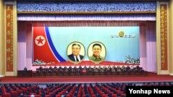 북한의 정권수립 66주년 기념 중앙보고대회가 평양 4·25문화회관에서 열렸다고 조선중앙통신이 지난 9일 보도했다. 이 날 시진핑 중국 국가주석은 북한에 축전을 보냈다.