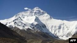 Эверест. Вид со стороны Тибета.