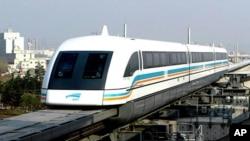 Magnetno-levitacijski vlak u Šangaju može dostići brzinu od 430 kilometara na sat ( AP Photo/Ren Long, Xinhua)