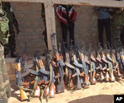 O arsenal alegadamente capturado aos golpistas