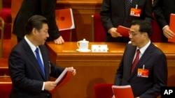 15일 중국 베이징에서 전인대 폐막식이 진행된 후 시진핑 중국 국가주석과 리커창 총리가 회의장을 떠날 채비를 하고 있다.
