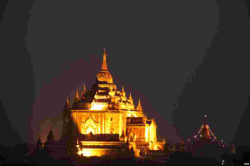 Burma's ancient royal capital Bagan is home to more than 3,000 temples and shrines. (D. Schearf/VOA)