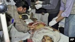 在拉希姆亞爾汗區爆炸中受傷的一名男子。