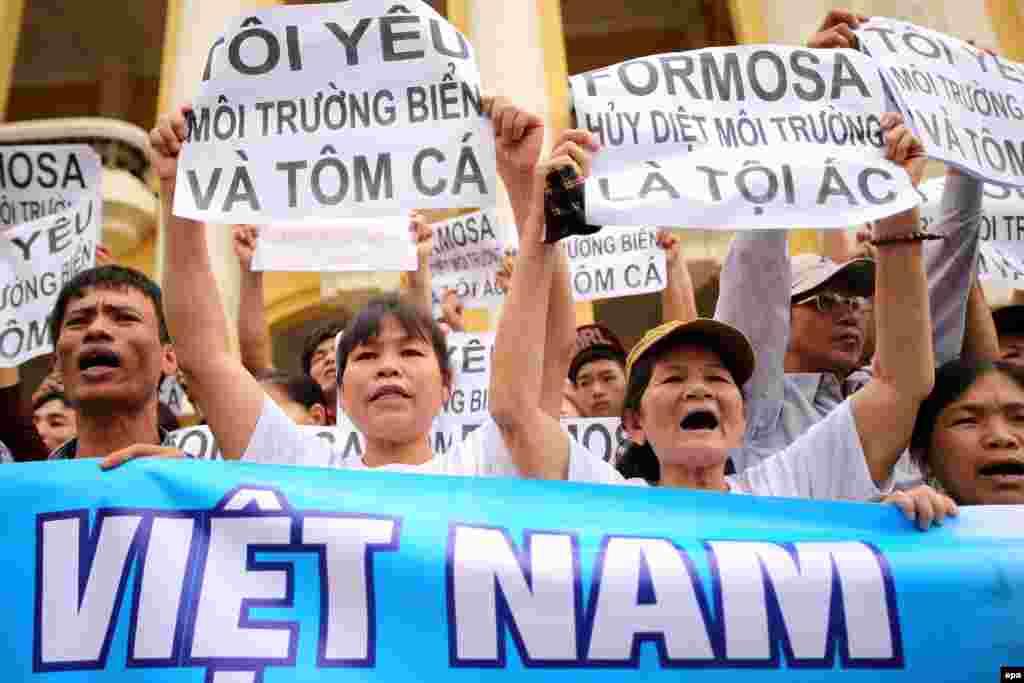 """Hoa Kỳ và vụ cá chết hàng loạt ở Việt Nam Chính quyền của Tổng thống Obama sẽ lên tiếng về bản kiến nghị giúp điều tra vụ cá chết làm điêu đứng người dân miền trung, trong khi Thủ tướng Nguyễn Xuân Phúc quyết tâm """"truy tìm thủ phạm"""". Tính tới tối 3/5, có hơn 138.000 người đã ký vào bản thỉnh nguyện thư kêu gọi chính phủ Mỹ làm rõ thảm họa khiến hàng trăm người xuống đường ở Hà Nội và TP HCM hôm 1/5, đặt chính quyền vào thế khó"""