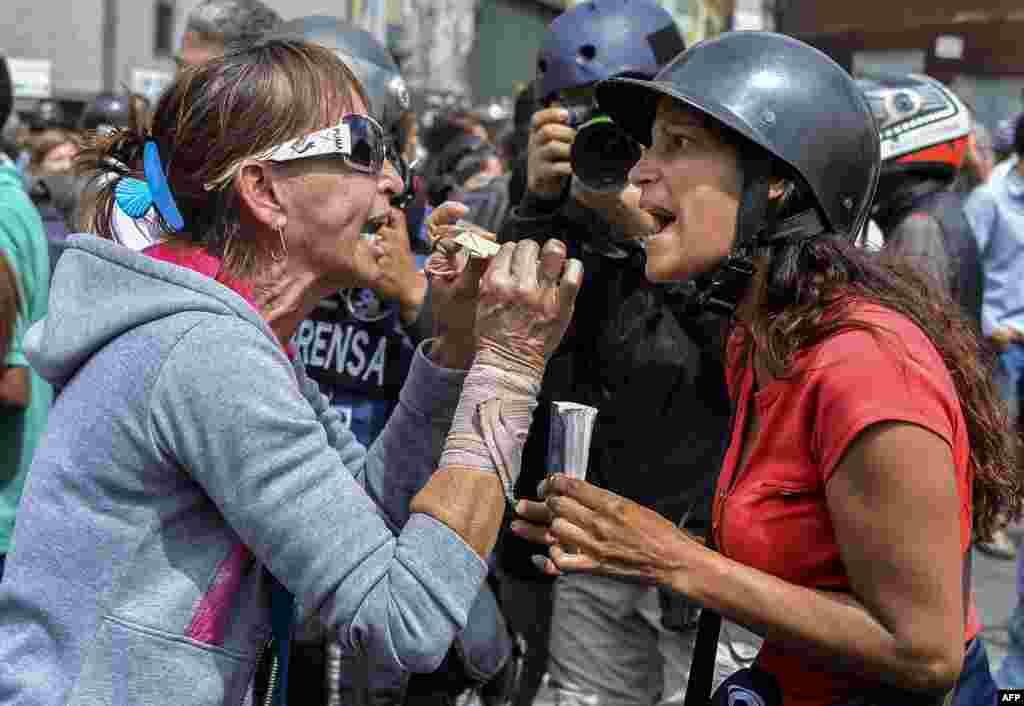 Venesuela - Prezident Nikolas Maduronu dəstəkləyənlərlə ona qarşı olanlar qarşı-qarşıya