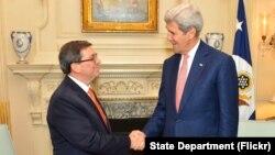 """John Kerry anunció que el 14 de agosto hará su """"primer viaje como secretario de Estado a Cuba""""."""