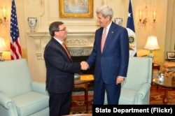 U.S. Secretary of State John Kerry shakes hands with Cuban Foreign Minister Bruno Rodríguez Parilla before their bilateral meeting at the U.S. Department of State in Washington, D.C., July 20, 2015.