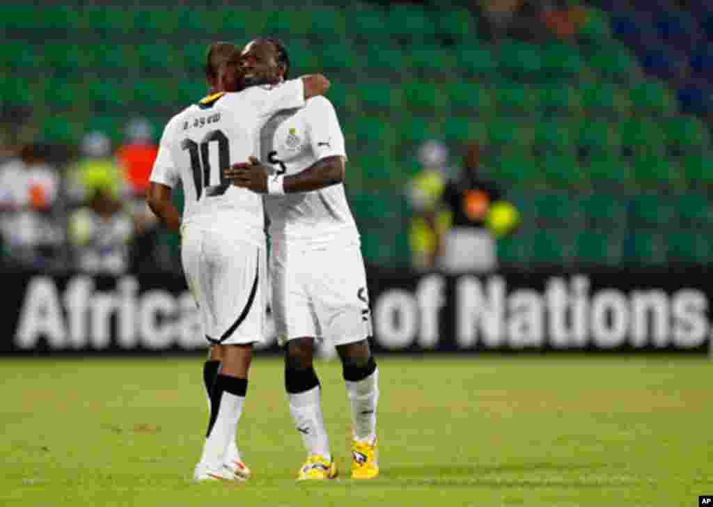 Ghana's Andre Ayew embraces John Mensah after Mensah was red carded during their African Cup of Nations Group D soccer match against Botswana in FranceVille Stadium