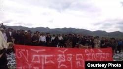 西藏人民抗议中国采矿团队(资料照片)