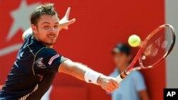 Stanislas Wawrinka mengandaskan juara bertahan Australia Terbuka, Novak Djokovic dalam lima set dengan skor 2-6, 6-4, 6-2, 3-6, 9-7 Selasa (21/1) malam (foto: dok).